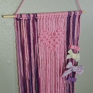 Wall hanging + bow holder